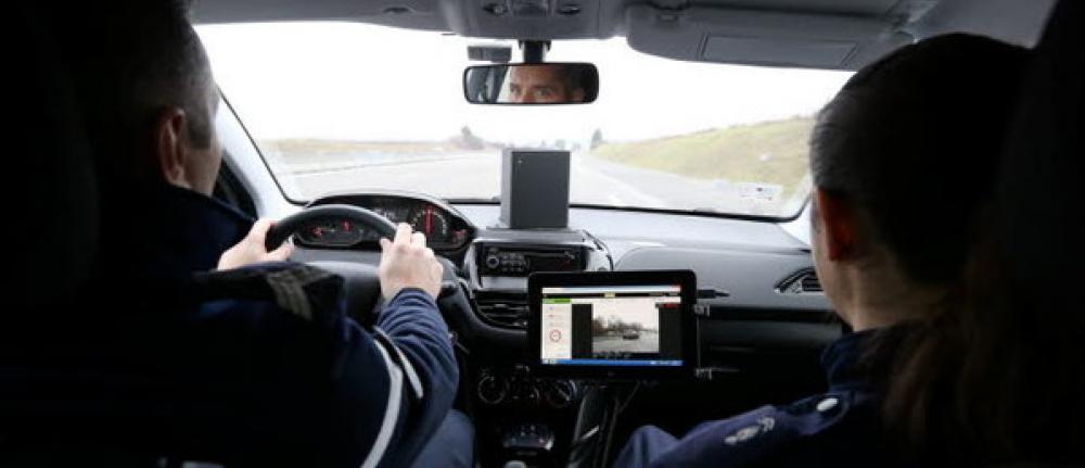 Ce radar mobile mobile flashe une conductrice par erreur !