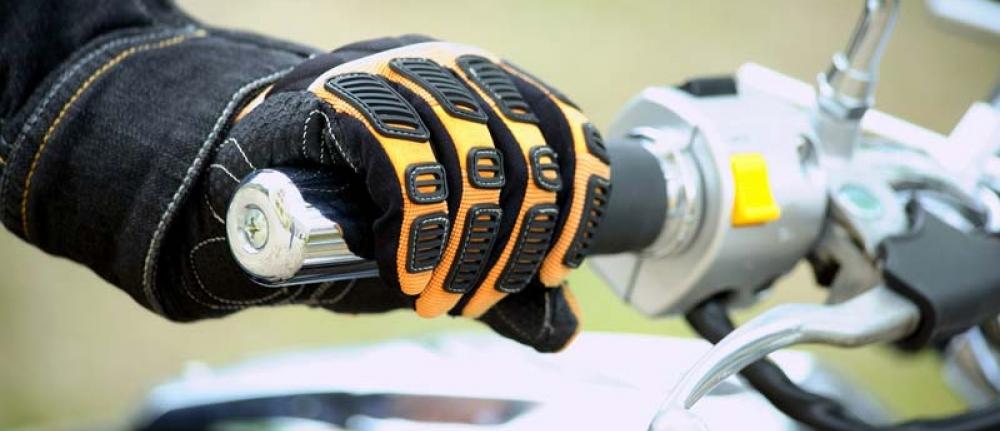 Port des gants moto obligatoire d s le 20 novembre - Combien coute un avocat commis d office ...