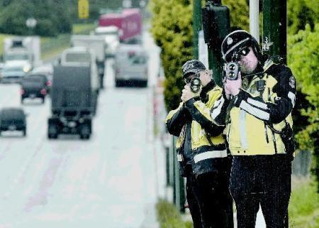 Ralentisseur canadien..... Policiers_en_carton
