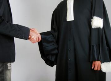Mandater un avocat permis